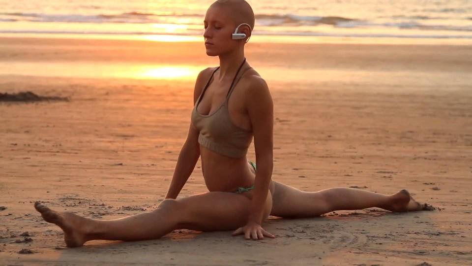Гимнастика на пляже ГОА. Видео для подражания
