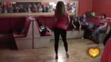 Девушка красиво танцует голый тверк