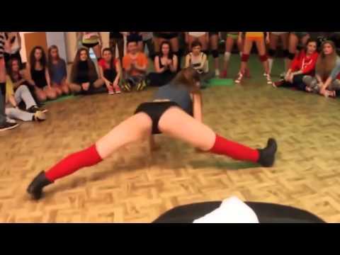 Девушки танцуют сексуальный тверк! Крутой тверкинг.