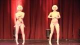 Откровенный танец двух милых девушек